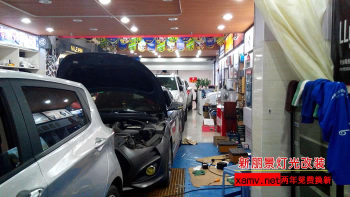 西安汽车改氙气大灯 宝马520改灯升级海拉4透镜氙气灯高清图片